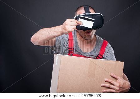 Mover Wearing Vr Holding Box Looking At Credit Card