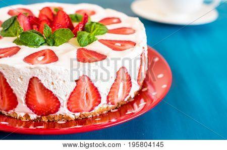 Strawberry cake with sour cream vanilla cream