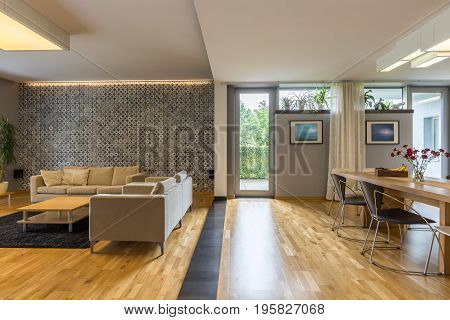 Spacious and cosy living room with sofas and table