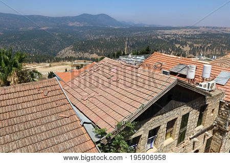 Roof - the top construction of the building, which serves to protect against atmospheric precipitation.