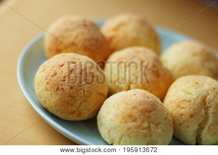A group of round cookies on a blue plate