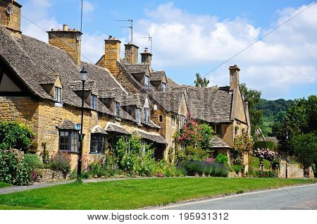 Pretty cottages along High Street Broadway Cotswolds Worcestershire England UK Western Europe.