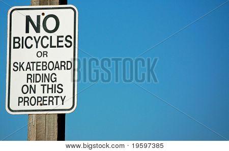 Keine Fahrräder oder Skateboarding