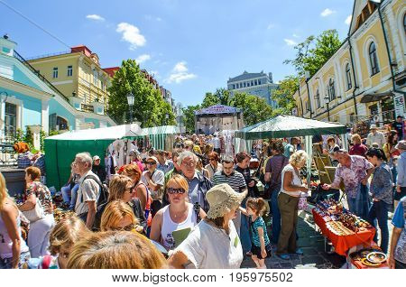 Kiev, Ukraine - June 6, 2013: Andriyivskyy Uzvoz Descent Or Spusk In Downtown On Hill And Many Large