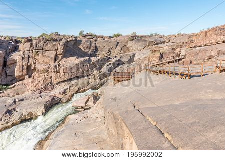Two viewpoints and boardwalk at the top of the Augrabies main waterfall
