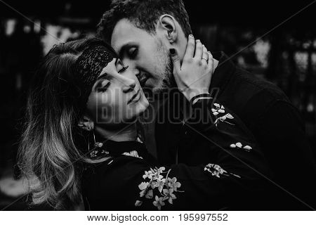 Stylish Gypsy Couple In Love Passionately Dancing In Evening City Street. Woman And Man  Kissing, Ro