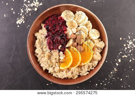 oat meal, porridge with fruit