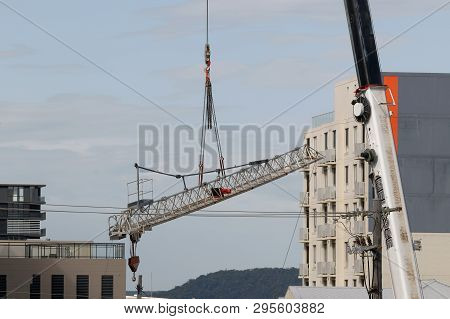 Gosford, New South Wales, Australia - April  9, 2019: The Removal Of A Tower Crane From New Home Uni