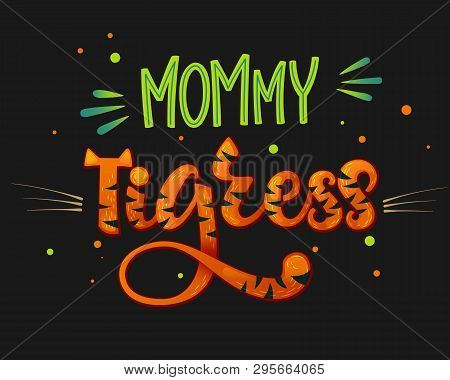 Mommy Tigress Color Hand Draw Calligraphy Script Lettering Text Whith Dots, Splashes And Whiskers De