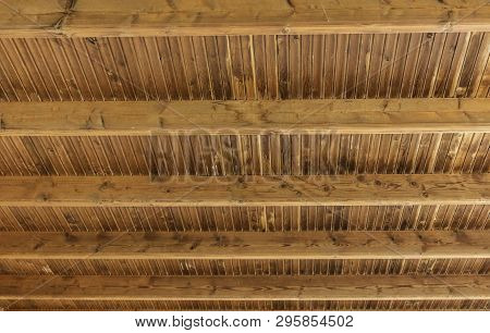 Horizontal Background Wooden Boards And Roof Beams - Real Wood Boarding Roof With Cross Beams - Genu