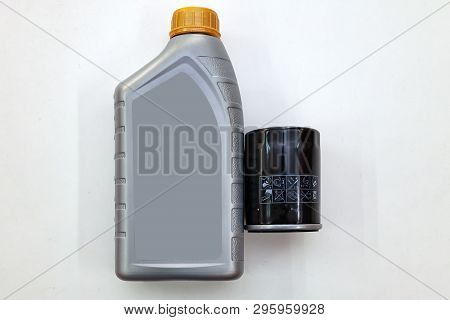 Spare Part For Car Engine  Filter For Cleaning Dust And Dirt With One Liter Bottle Or Can Of Lubrica
