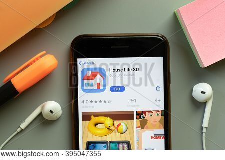New York, United States - 7 November 2020: House Life 3d App Store Logo On Phone Screen, Illustrativ