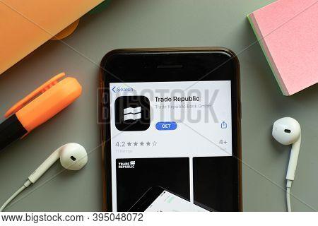 New York, United States - 7 November 2020: Trade Republic App Store Logo On Phone Screen, Illustrati