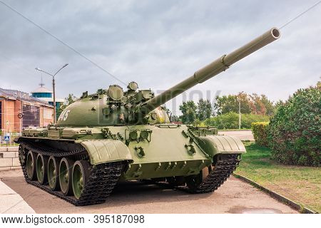 Barnaul. Russia.  August 25. 2020. Tank T-62 On Display At Veterans Square In Barnaul. The Combat Ve
