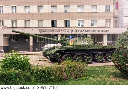 Barnaul. Russia. August 25, 2020 Tank T-62 On Display At Veterans Square In Barnaul, Near The Diagno