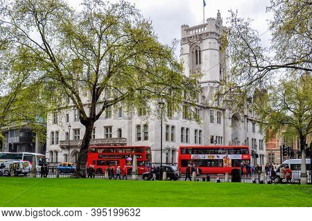 London, Uk - April 2018: Double-decker Buses And Middlesex Guildhall (home Of Supreme Court And Judi