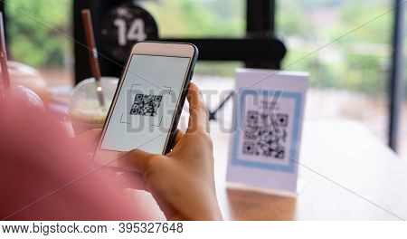 Women's Hand Uses A Mobile Phone Application To Scan Qr Codes In Stores That Accept Digital Payments