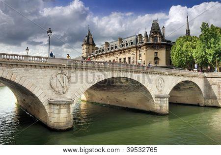 Pont Au Change.