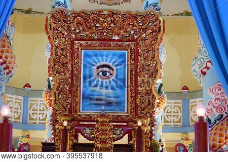 Hoi An, Vietnam, November 19, 2020: The All-seeing Eye On The Altar In The Main Hall Of Worship Of T
