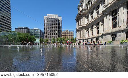 Philadelphia, Usa- June 11, 2019: Image Of The Fountains In Dilworth Park Near Philadelphia City Hal