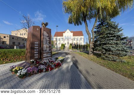 Trzcianka, Wielkopolskie / Poland - November, 20, 2020: A Square And A Monument In The City Center.