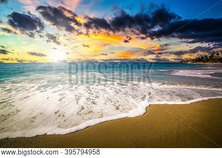Scenic Sunset In Laguna Beach Shore. Laguna Beach Is Located In The Orange County, Southern Californ