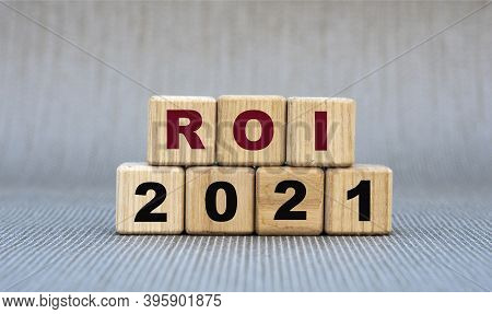 Roi 2021 - Word On Wooden Cubes On A Gray Background. Business And Finance Concept
