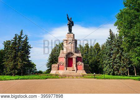 Kostroma, Russia - August 06, 2020: Vladimir Lenin Monument In The Central Park Of Kostroma City, Go
