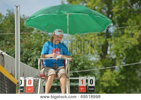 MOSCOW, RUSSIA - JULY 18, 2014: Referee counts the score during ITF Beach Tennis World Team Championship. Russia hosts the championship for the third time