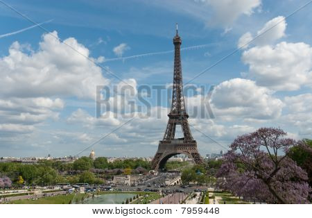 Sunny Sunday At The Eiffel Tower