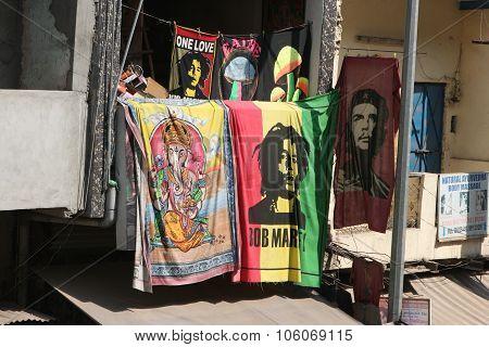 India. Delhi. March 17, 2013. Bob Marley, Che Guevara, Ganesha.