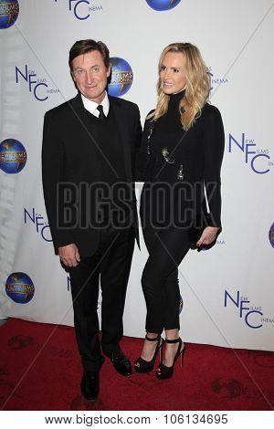 LOS ANGELES - OCT 24:  Wayne Gretzky, Janet Jones at the