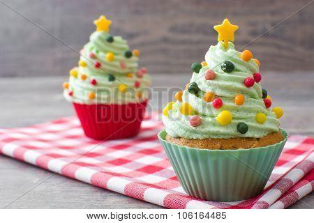 Cupcakes with christmas tree shape