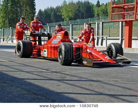 Ferrari 641 F1 pushed by crew