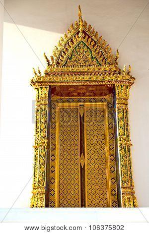 Window   In  Gold    Temple    Bangkok   Temple