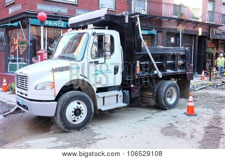 Single Axle Truck Chassis Equipped With Dump Body