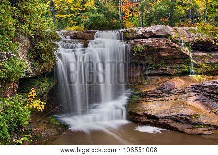 O Kun De Kun Falls Autumn