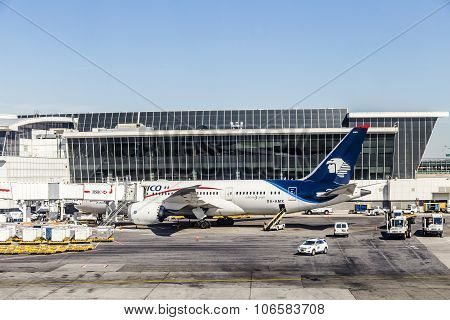 Dreamliner From Aeromexico At Terminal 4 With Loading Equipment At Jfk Airport