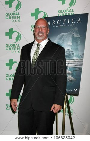 LOS ANGELES - OCT 29:  Les McCabe at the Global Green Hosts Book Lauch of