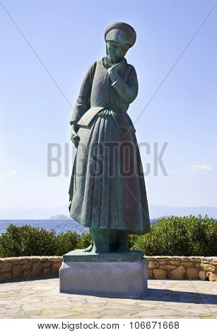 mother's statue in Aegina Greece
