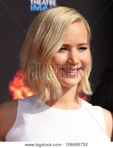 LOS ANGELES - OCT 31:  Jennifer Lawrence at the Hunger Games Handprint and Footprint Ceremony at the TCL Chinese Theater on October 31, 2015 in Los Angeles, CA