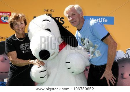 LOS ANGELES - NOV 1:  Jean Schultz, Snoopy, Craig Schulz at the