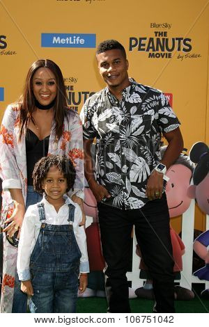 LOS ANGELES - NOV 1:  Tia Mowry, Cree Taylor Hardrict, Cory Hardrict at the