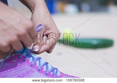Tying The Shoelaces