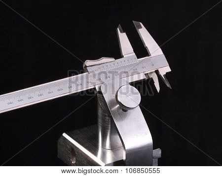 Metric Vernier calliper measuring device in a chrome plated holder