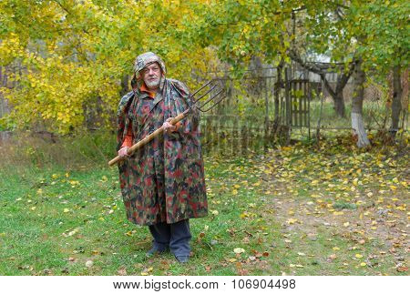 Elderly pleasant defend his farmstead entry with pitchfork