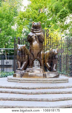 Group Of Bears Statue In Central Park