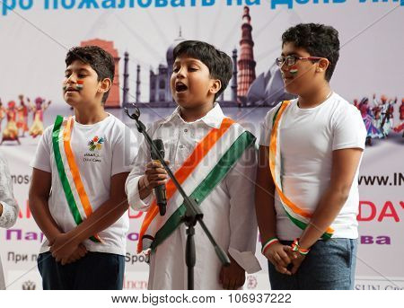 RUSSIA MOSCOW - AUGUST 16 2015: Unidentified teens of Center of India folk art sing a Patriotic song on Independence Day of India in Sokolniki park Moscow Russia