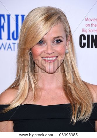 LOS ANGELES - OCT 30:  Reese Witherspoon arrives to the American Cinematheque honors Reese Witherspoon  on October 30, 2015 in Hollywood, CA.