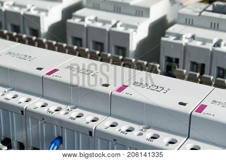 A series of modular magnetic contactors and a range of power circuit breakers. Between the rows of contactors and switches perforated cable channels. To the contactor of the connected wires.